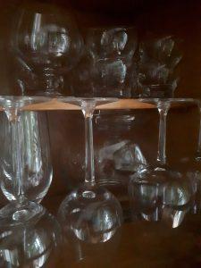 Gläser Stillleben im Schrank